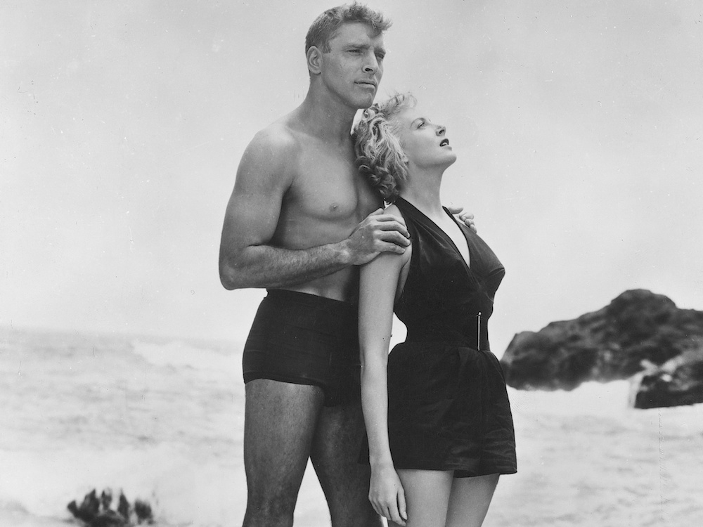 from-here-to-eternity-1953-003-burt-lancaster-deborah-kerr-on-swim-suits-pose-rock-00m-e45-1000x750